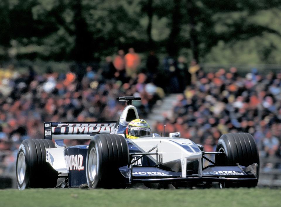 Ральф Шумахер за рулём Williams FW23 BMW на пути к победе в Гран При Сан-Марино '01.