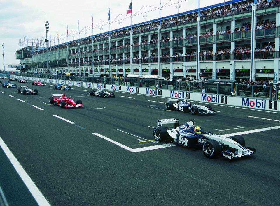 Старт Гран При Франции '03. Ральф Шумахер (#4) и Хуан-Пабло Монтойя (#3, оба на Williams FW25 BMW) начинают гонку с первого ряда, следом Михаэль Шумахер (#1, Ferrari F2003-GA), Кими Райкконен (#6), Дэвид Култхард (#5, оба на McLaren MP4/17D) и Ярно Трулли (#7, Renault R23).