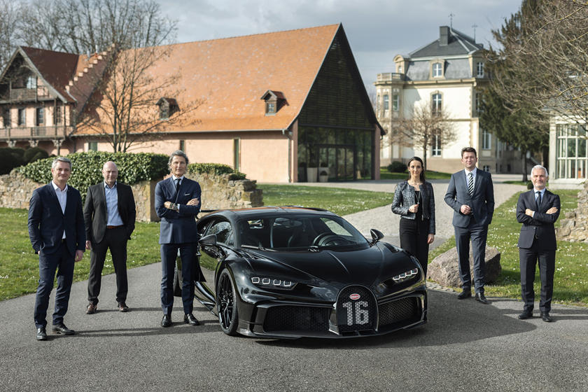 команда Bugatti Chiron Pur Sport