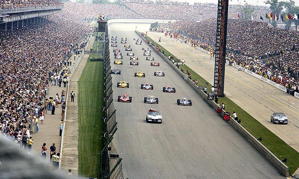 Стартовое поле «Инди-500» '82. Первый ряд (справа на лево): обладатель поул-позиции Рик Мирз (#1), Кевин Коган (#4, оба на Penske PC10 Cosworth), Эй Джей Фойт (#14, March 82C Cosworth). Второй ряд (справа на лево): Марио Андретти (#40), Гордон Джонкок (#20, оба на Wildcat Mk.8B Cosworth), Билл Уайттингтон (#94, March 81C Cosworth).