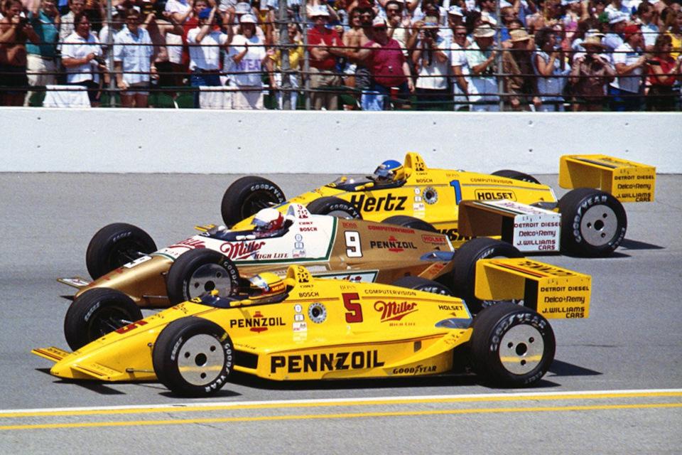 Три гонщика на Penske PC17 Chevrolet на первом ряду стартового поля «Инди-500» '88: Рик Мирз (#5), Дэнни Салливан (#9) и Эл Анзер (#1). Мирз выиграл гонку, прервав 5-летнюю эру господства March и 10-летнюю – Cosworth.