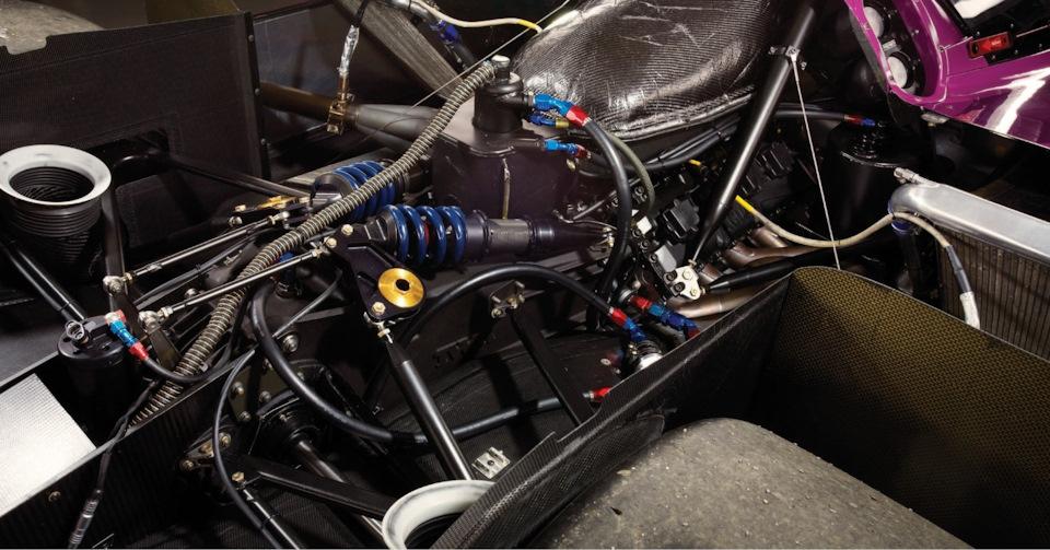 Компоновка задней части Jaguar XJR-14 с двигателем Ford-Cosworth HB V8