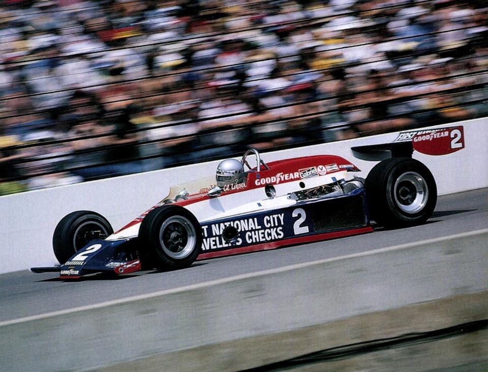 Эл Анзер на Lola T500 Cosworth на пути к победе в «Инди-500» '78.