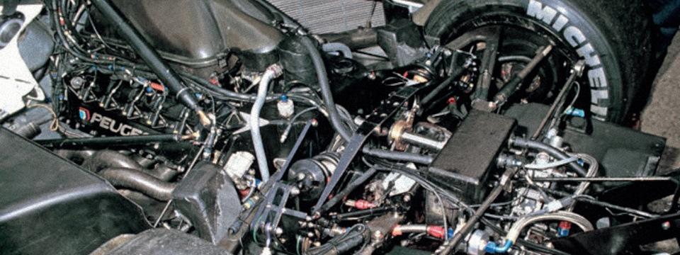 Компоновка задней части Peugeot 905 с двигателем V10 SA35-A1.