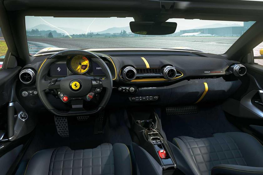 салон Ferrari 812 Competizione и Competizione A и цены