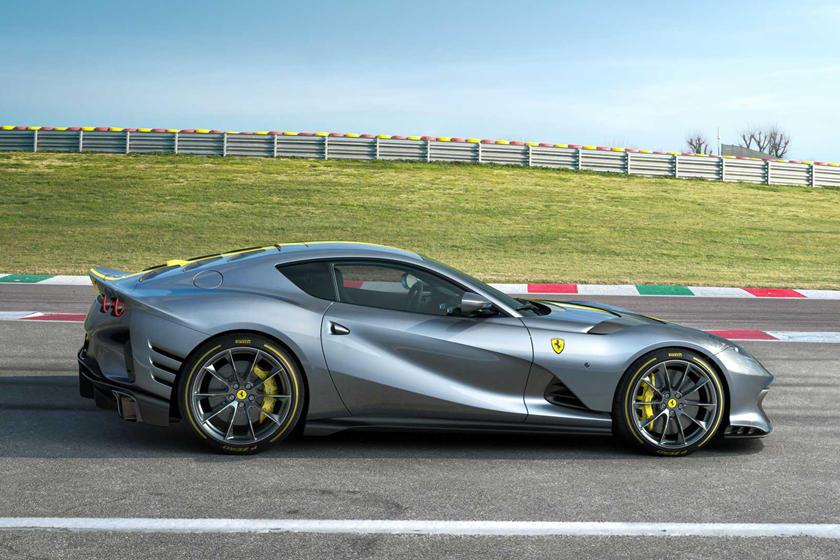 обзор Ferrari 812 Competizione