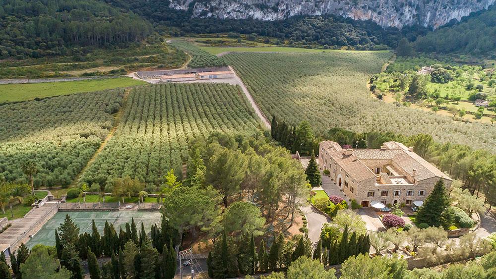Finca con Serralta находится на 156 акрах частных садов и оливковых рощ