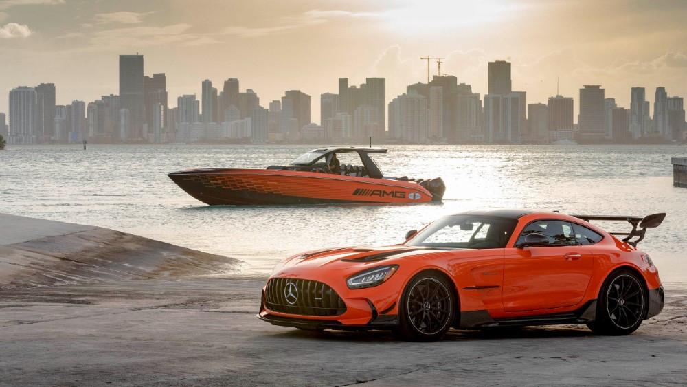 Mercedes-AMG и Cigarette Racing